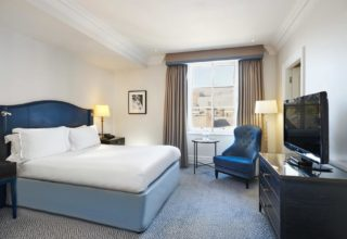 The Waldorf Hilton Hotel Room, Queen Guest Room