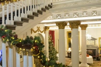 In & Out Christmas Party, Staircase
