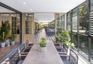 Vibe Rushcutters Hotel Sydney, Terrace
