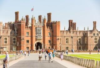Hampton Court Palace Tours, Entrance