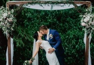 Bundaleer Rainforest Gardens Brisbane Wedding Venue Couple Under Arch